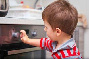 Уксусная кислота и губка для посуды. Главные опасности кухни