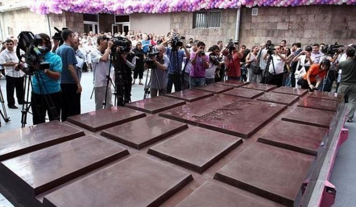 В Армении изготовлен самый большой шоколад в мире