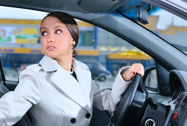Как двигаться назад на автомобиле?