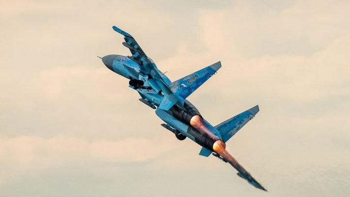 Минобороны показало, как Су-27 «прогнали» американский В-52 от границы России