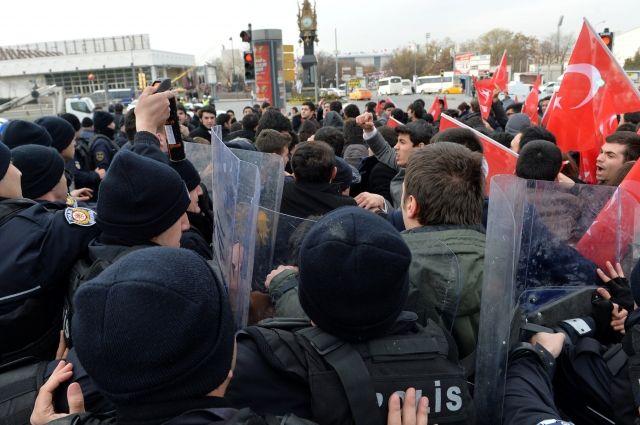Турецкая полиция применила слезоточивый газ на акции против США в Анкаре