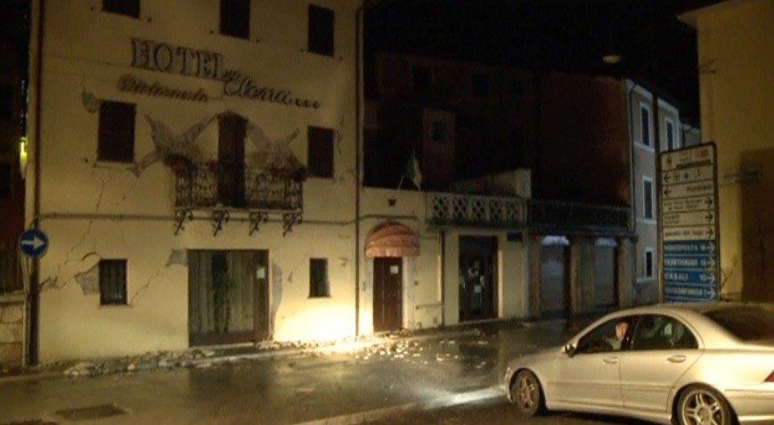 60 мощных подземных толчков потрясли Италию