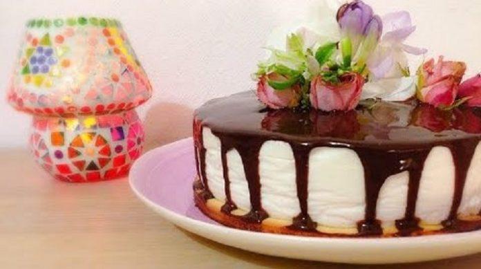 Идеальный йогуртовый торт с черной смородиной
