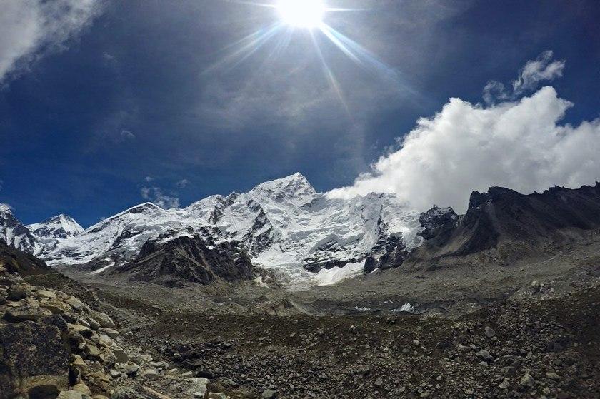 Связь на высоте: как работает мобильная сеть, электроэнергия и интернет в горах Непала