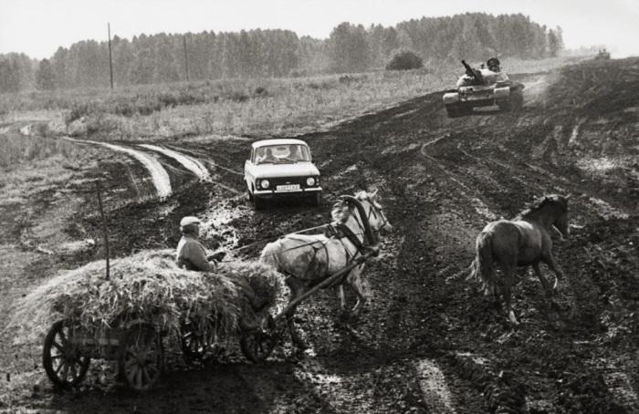 Российский перекресток в Подмосковье. Россия, 1991 год.