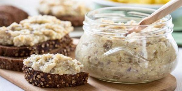 Форшмак — вкуснейшая закуска из селедки. Делается быстро, а съедается еще быстрее.