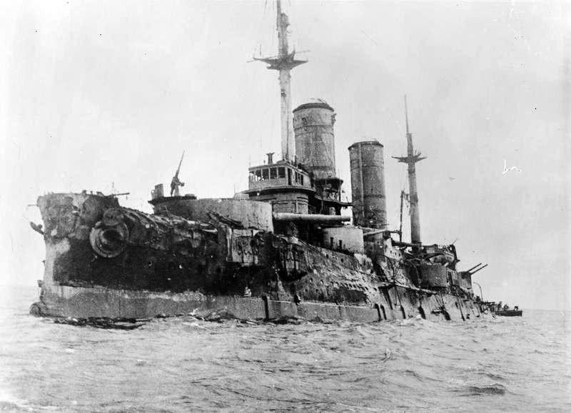 """Эскадренный броненосец """"Слава"""" после Моонзундского сражения, 1917 год."""