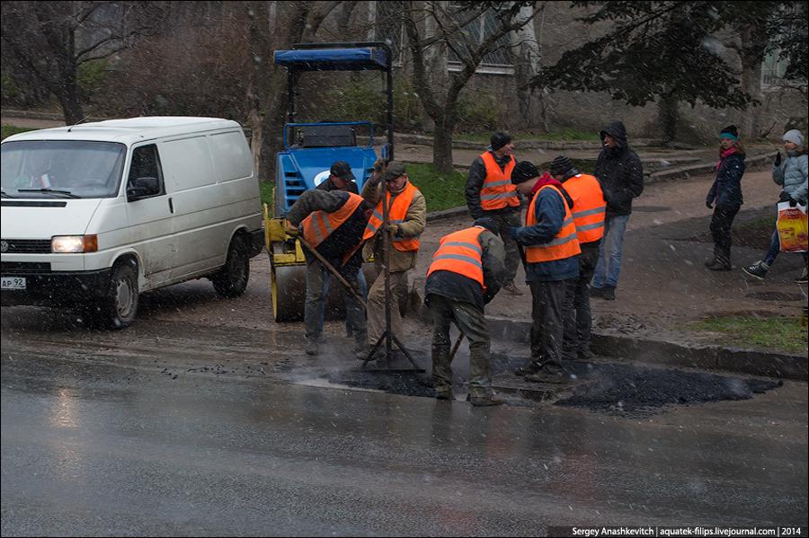 Полмиллиона рублей за то, что попал в яму на дороге