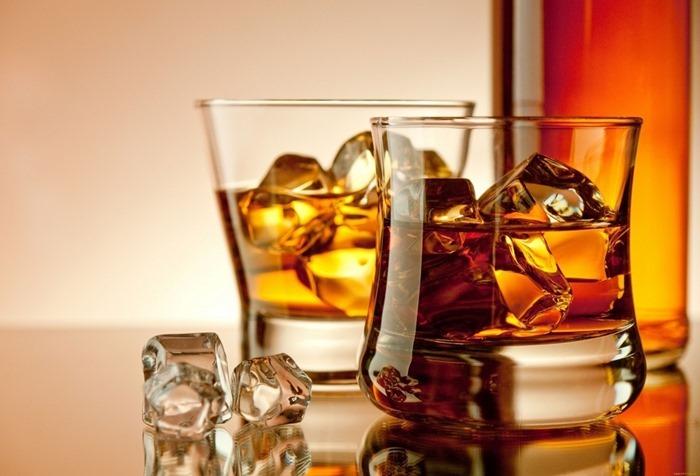 Спиртное – лучший подарок по мнению мужчин