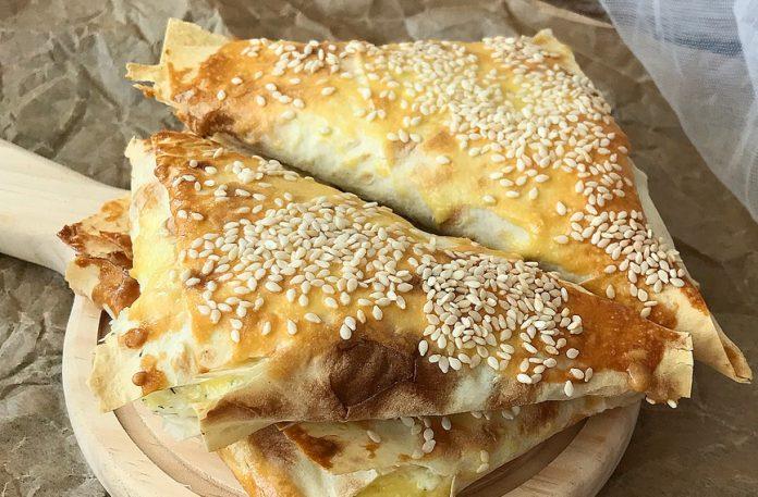 Вкуснейшие треугольники с творогом и сыром