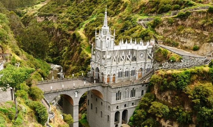 El santuario de Las Lajas - собор в неоготическом стиле. | Фото: factroom.ru.