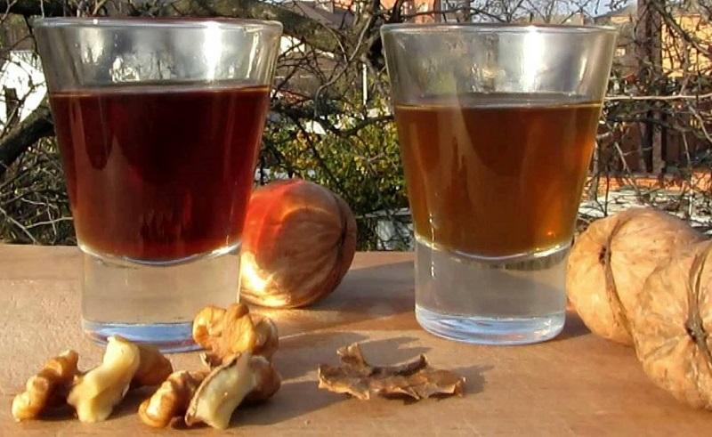 Настойка на спирту с перегородками орехов