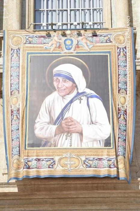 Мать Тереза официально призн…