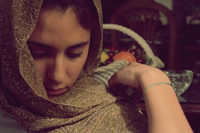 Мать наказала 14-летнюю дочь за отказ носить хиджаб
