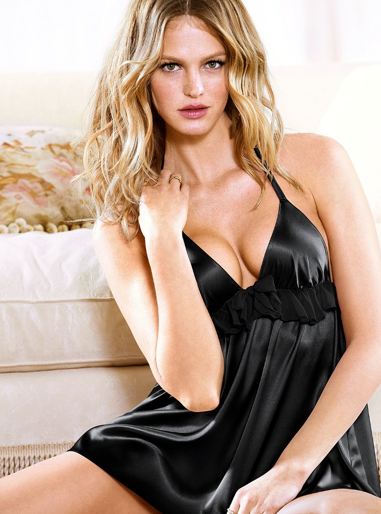 Невероятная и эффектная Эрин Хизертон  в фотосессии для Victoria`s Secret