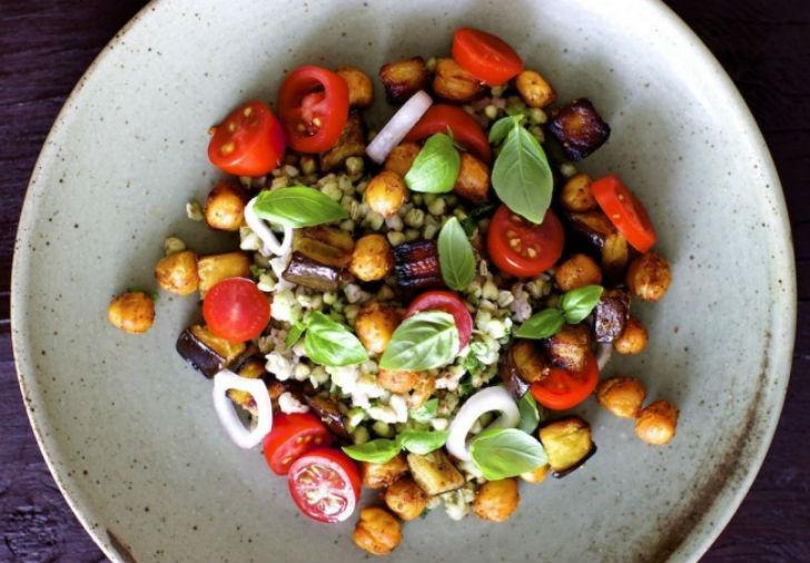 РАЗРЕШЕНО ХУДЕЮЩИМ. Тёплый салат с гречкой и нутом