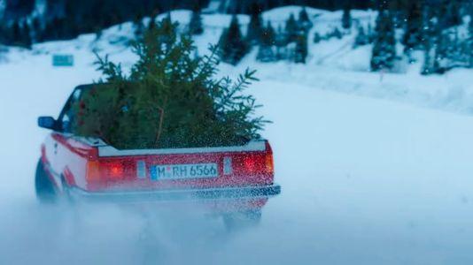 Папа может: дрифт на пикапе BMW M3 с елкой в кузове