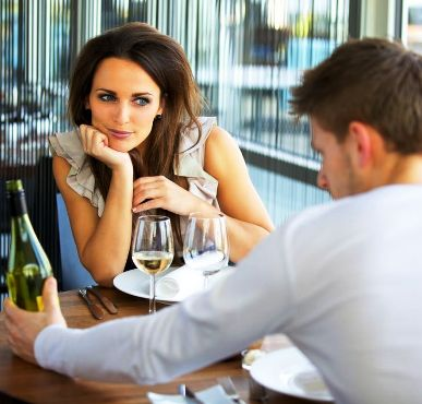 Авторитетное мнение — В паре все оплачивает мужчина. Если у вас не так - вы не пара