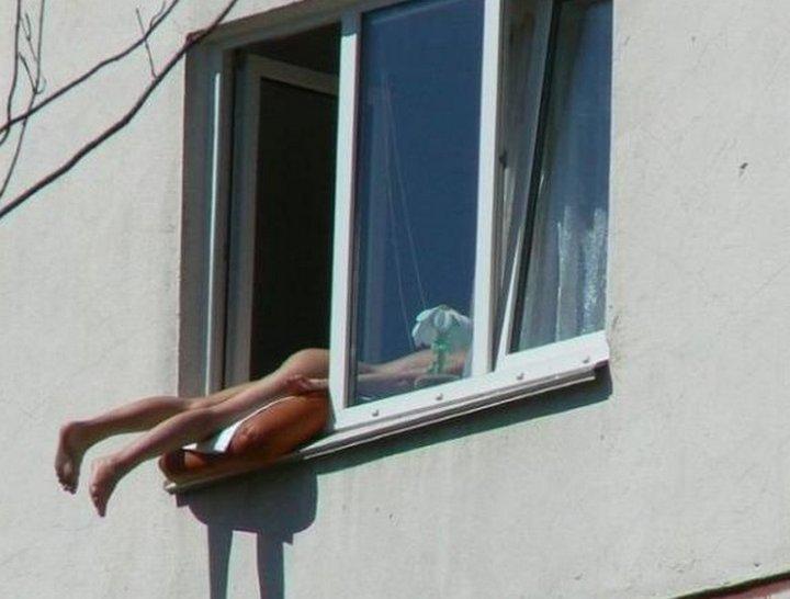 foto-v-okne-golih