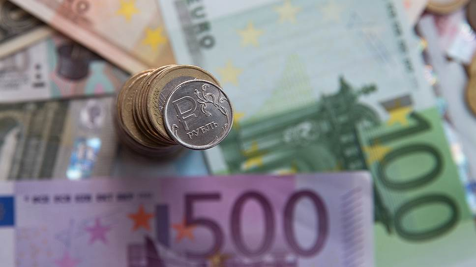 Курс евро превысил 69 рублей впервые с середины сентября