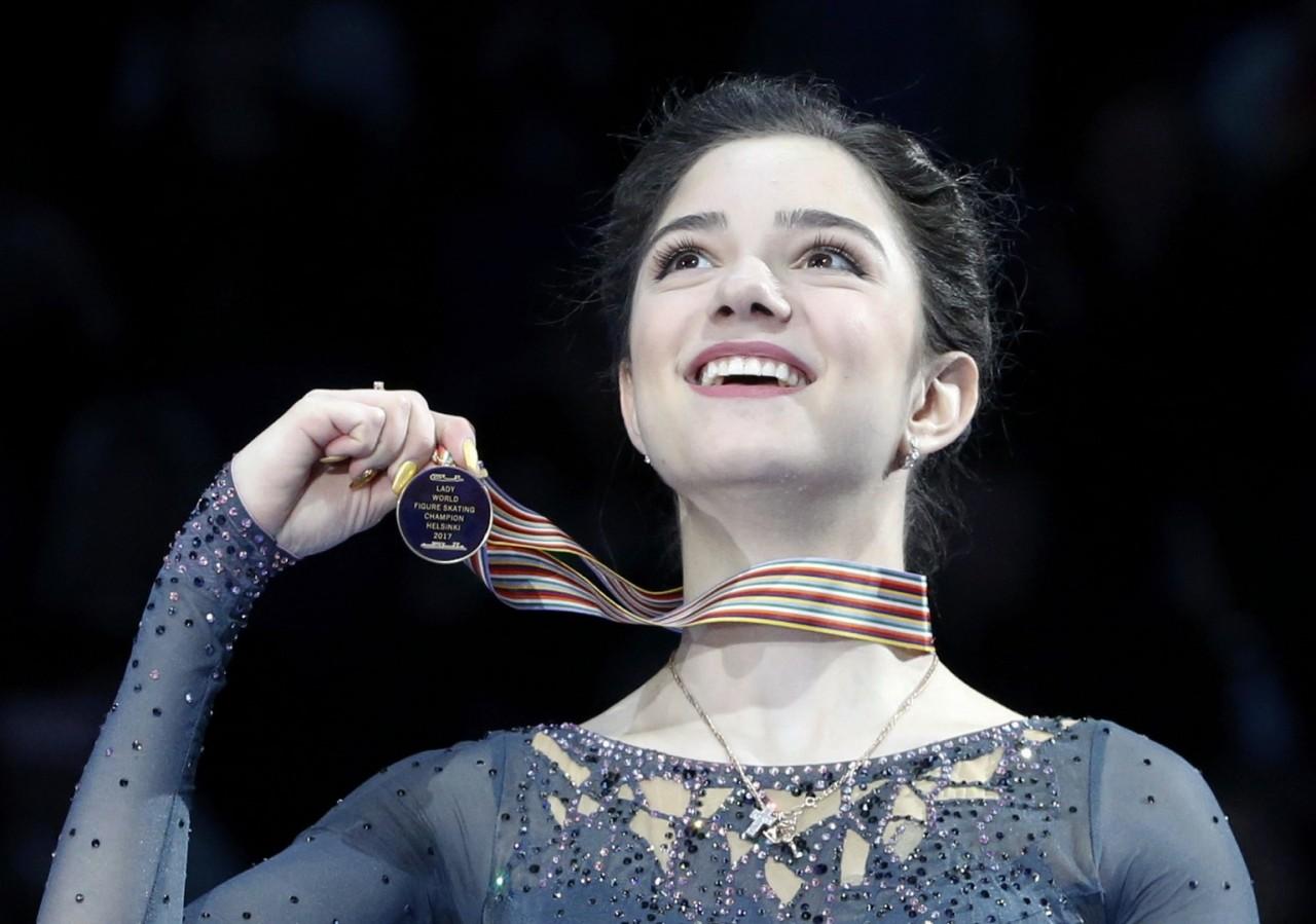 «Евгения — гения»: как в России встретили вторую подряд победу Медведевой на ЧМ