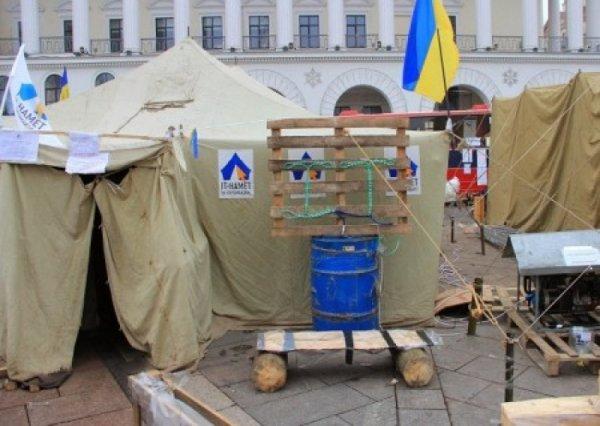 Саакашвили призывает к импичменту и превращает палаточный город в тренировочный лагерь боевиков