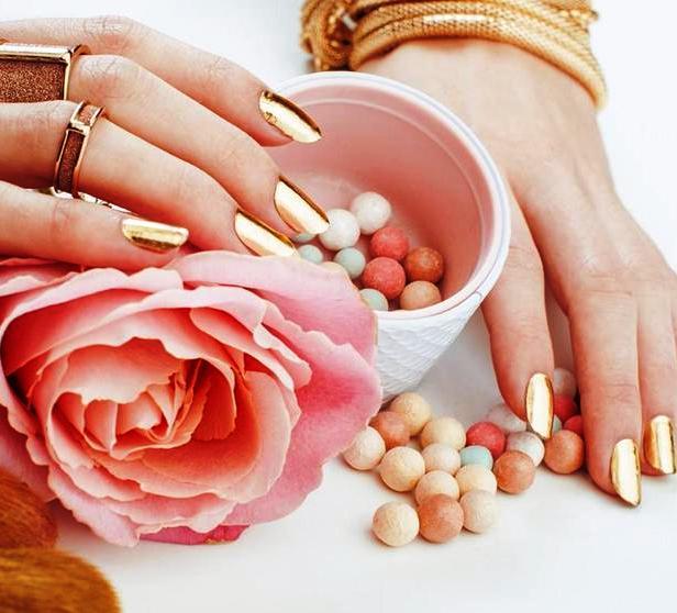 Оригинальный золотой маникюр — Лучшие идеи дизайна ногтей