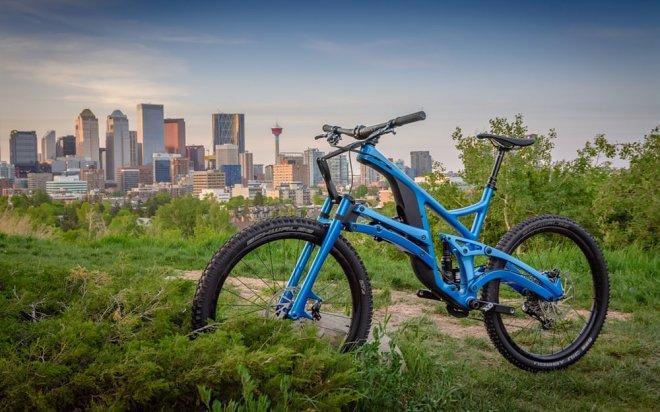 Этот канадский горный велосипед идет своим путем