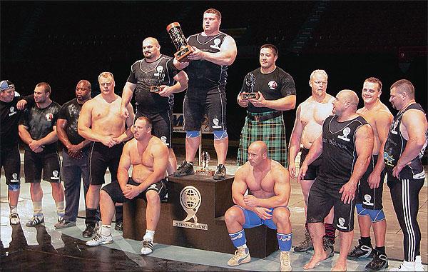 Приседание с 400-килограммовой штангой и еще 40 мировых рекордов у 1 человека!