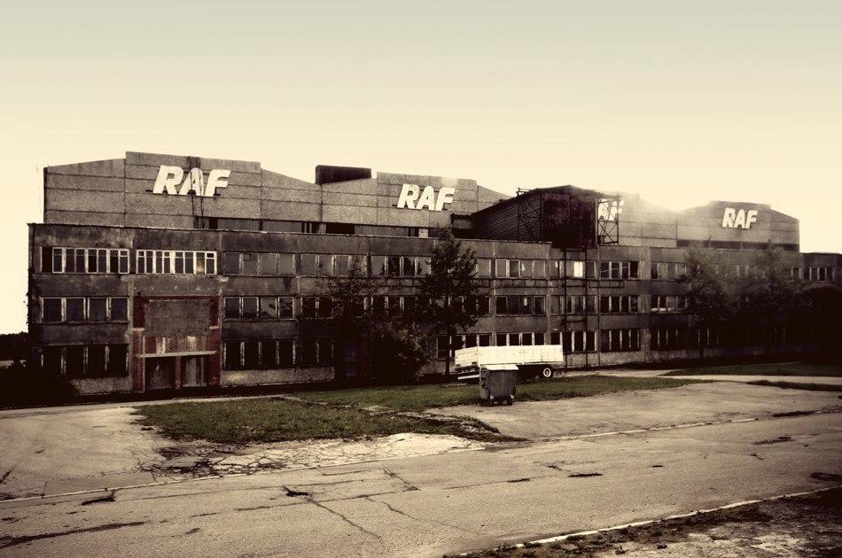 Фотографии с заброшенного завода РАФ в Елгаве