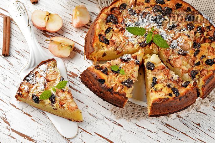 Шарлотка с изюмом и яблоками рецепт с пошагово в духовке