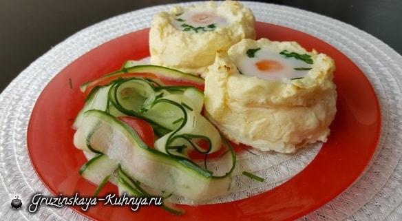 Яйца-пашот в картофельных корзинках