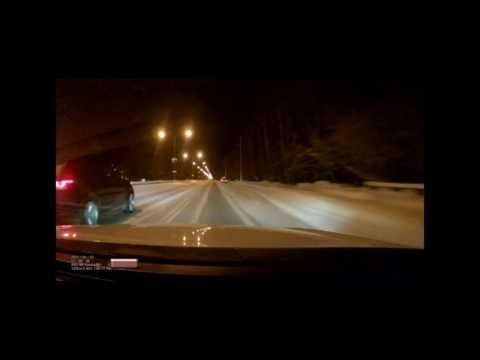 Ограничили рождаемость..: В Сети появилось видео смертельной гонки многодетной пары на Range Rover