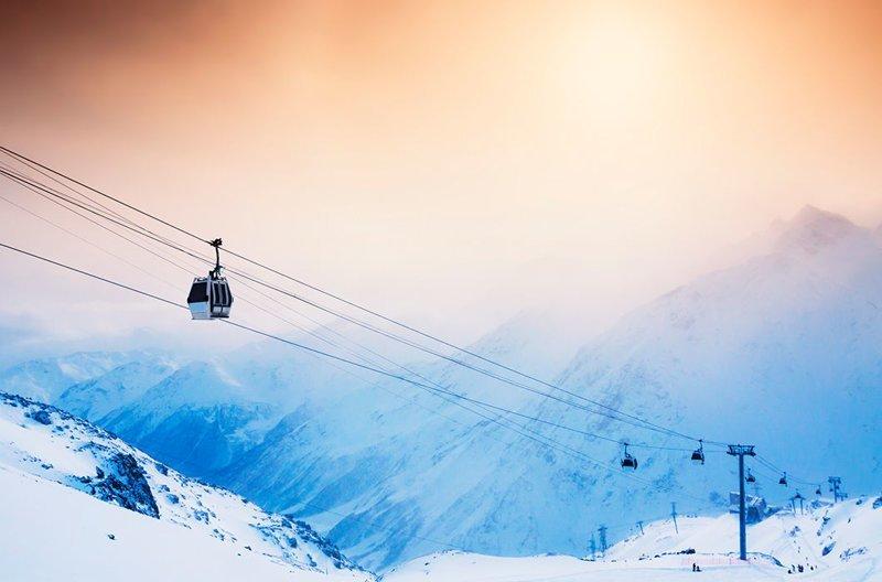 Лыжный склон и канатная дорога на горнолыжном курорте, Эльбрус, Кавказ зима, красота, природа, россия, фото