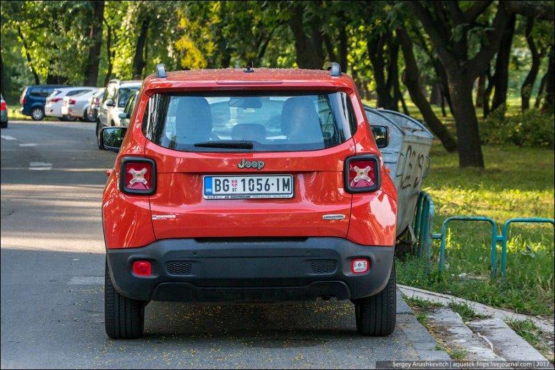 Сербские автомобильные номера точь в точь, как в ЕС, но только без звездчатого круга над буквенным шифром страны. Готовятся к вступлению в ЕС, всерьез на него рассчитывая. авто, автопутешествие, движение, дороги, путешествие, сербия, фото, фоторепортаж