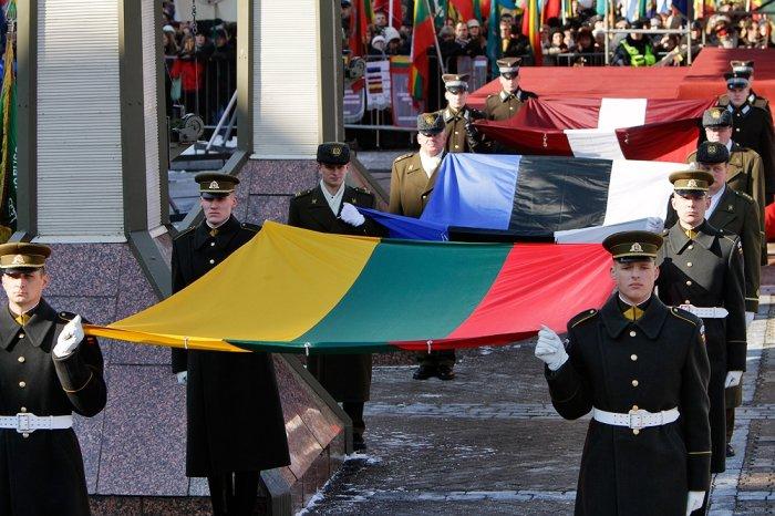 Прибалты терпят унижения от военных НАТО, чтобы заработать