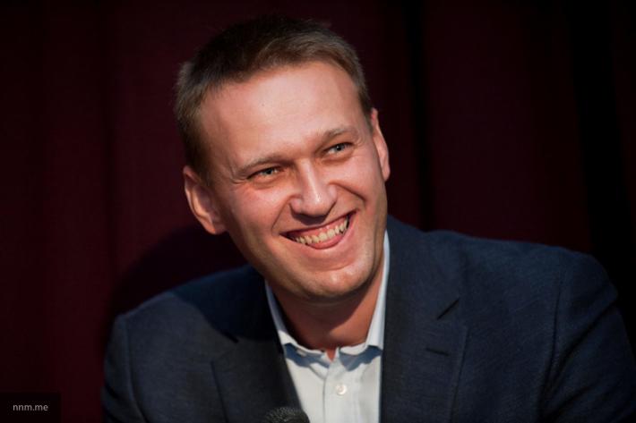 В Сети появилось видео спасения Навального от разъяренной толпы