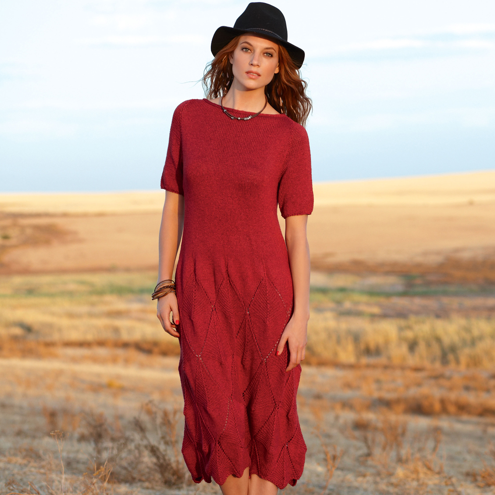 Платье с узором из ромбов спицами