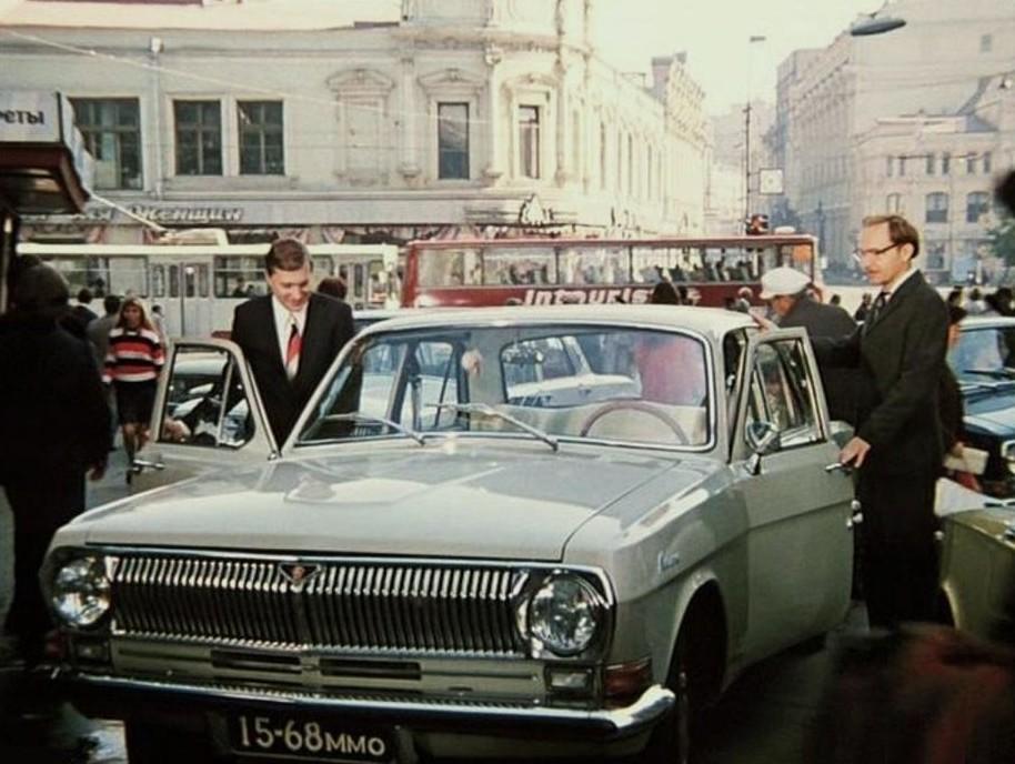 4. Во время съемок Басилашвили толком не умел водить , хотя ему и пришлось сниматься в нескольких сценах в машине. СССР, актеры, кино, служебный роман