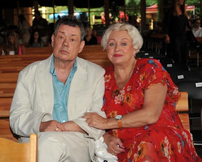 Жену Караченцова лишили прав, но пить она не бросит