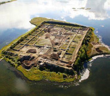 Загадки Пор-Бажын — кто и для чего построил крепость посреди горного озера?