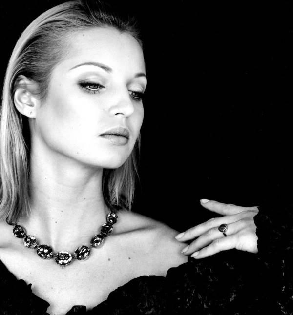 """Смтрите, какая она была красивая раньше.  Фото Анастасии Влочковой """"до того, как"""""""