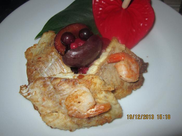 Рыба с ягодным соусом