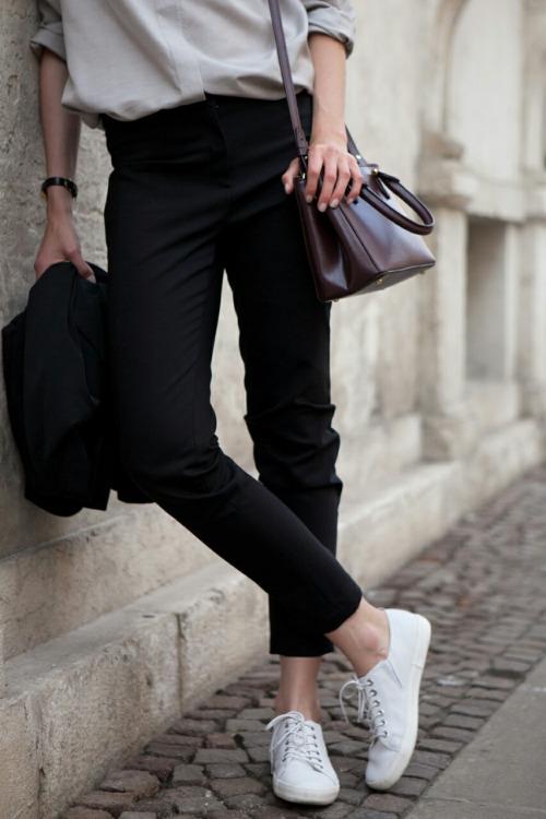 Белые кеды. Парижский стиль. Parisian style, white sneakers.