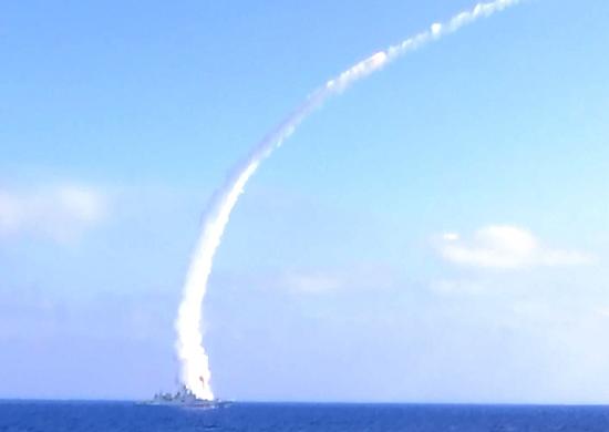 Запуск фрегатом «Адмирал Эссен» крылатых ракет морского базирования «Калибр»