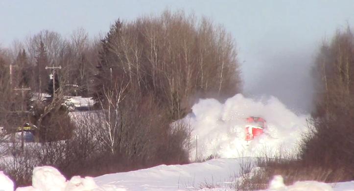 4. Зимой поезда эффектно появляются, рассекая снег железная дорога, интересно, непроходимые места, опасные дороги, тоннель, фото