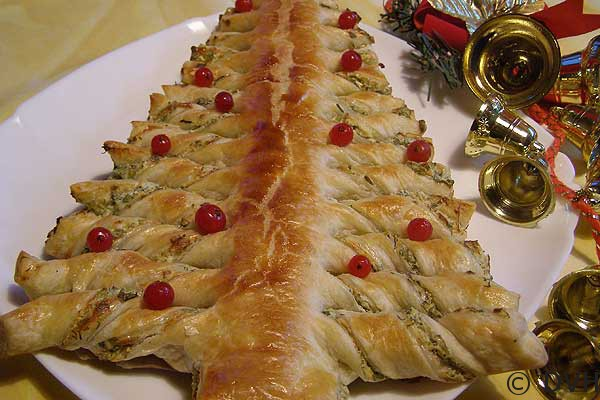 Новогодние блюда из слоеного теста
