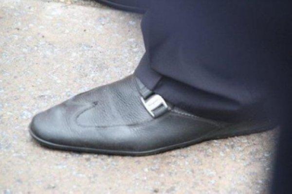 «Ноги, которые ничего не крали»: «порохоботы» облизывают туфли гаранта нации