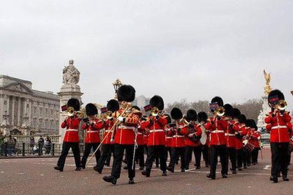Оркестр шотландских гвардейцев почтил память погибшего ансамбля Александрова