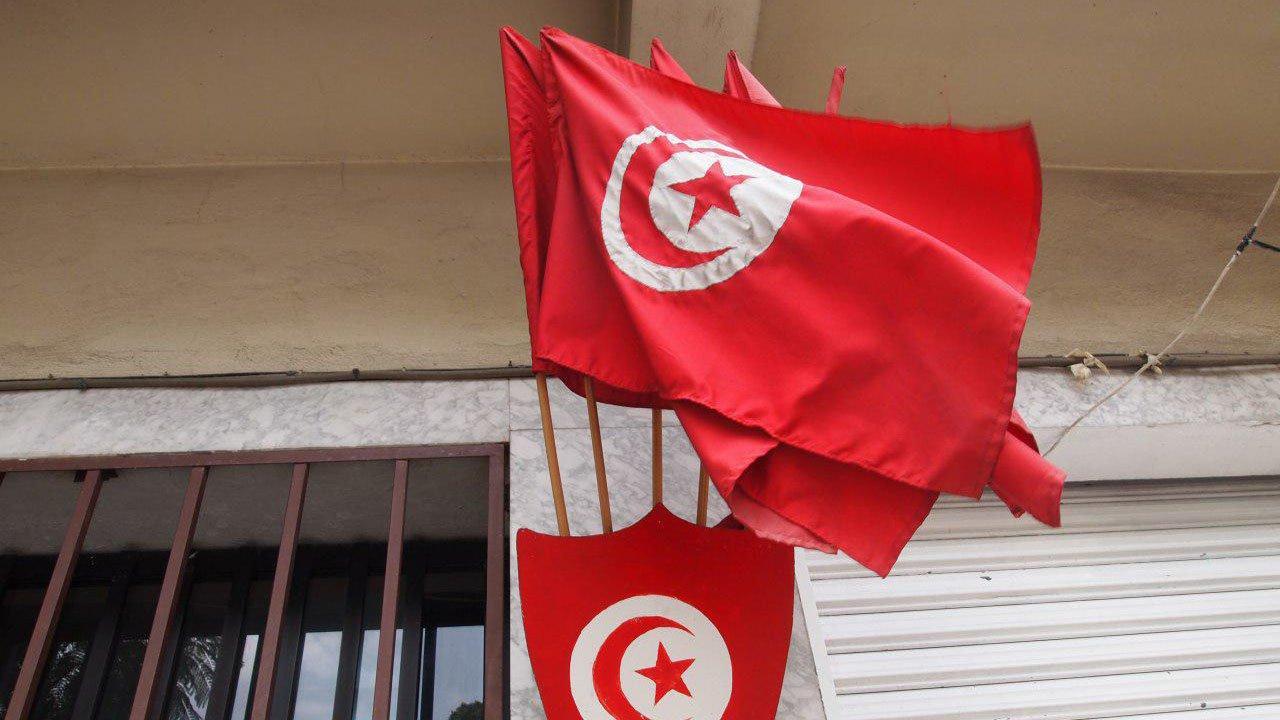 Эксперт сравнил движение «красных пиджаков» в Тунисе с французскими протестами